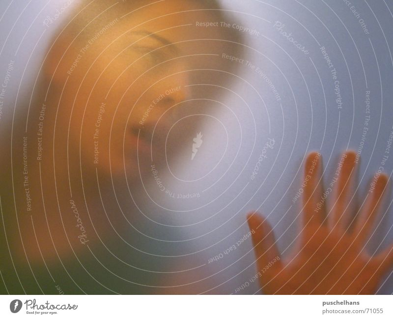 help Frau dunkel Gefühle Bewegung hell Angst Nebel eng gefangen Frustration spukhaft Milchglas