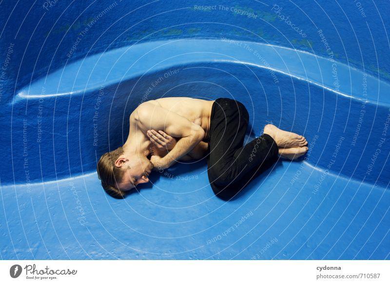 HALLE/S TOUR | Blue Motion Mensch Jugendliche blau schön Einsamkeit Erholung ruhig 18-30 Jahre Junger Mann kalt Erwachsene Leben Gefühle Zeit Gesundheit träumen