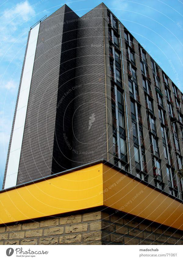 KLOTZ | hochhaus skyscraper architektur gebäude building himmel blau Haus gelb Leben grau Gebäude orange Architektur Wohnung Beton Hochhaus Macht Häusliches Leben Backstein Kasten