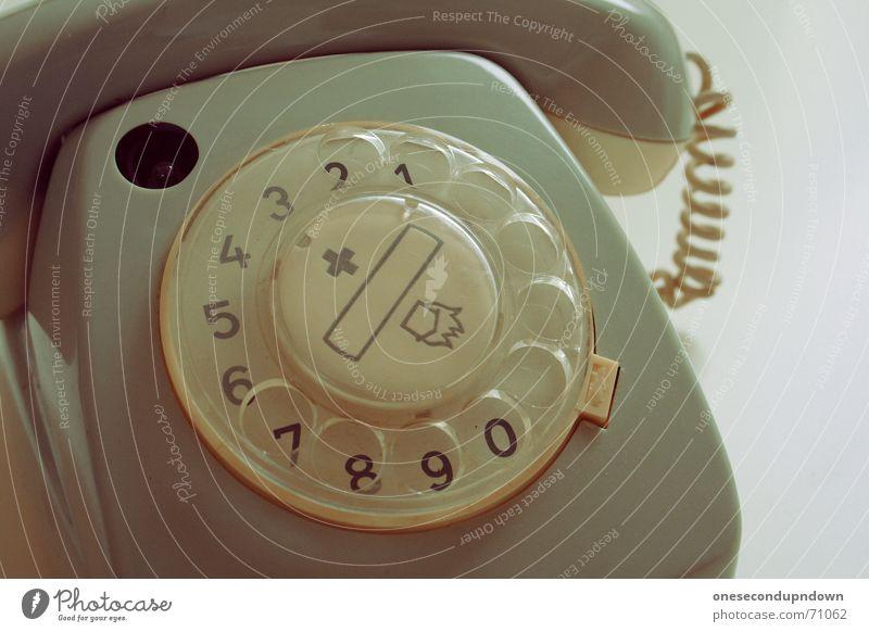ausgebimmelt grau Stil liegen Telefon kaputt Kabel retro Dekoration & Verzierung Ziffern & Zahlen Loch Publikum Siebziger Jahre altehrwürdig veraltet old-school