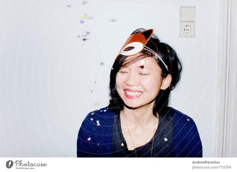 What does the Fox say? Mensch Jugendliche Junge Frau Freude 18-30 Jahre Erwachsene Leben Gefühle feminin Beleuchtung Stil lachen Glück Feste & Feiern Party