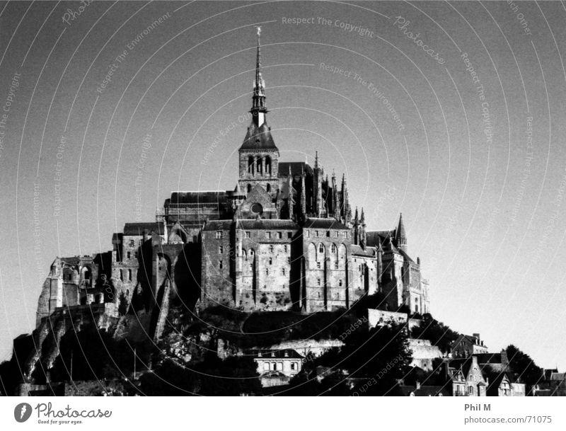 Saint Michel II Himmel alt weiß schön schwarz Architektur Europa historisch Frankreich Schwarzweißfoto Bekanntheit Gotik Kloster Weltkulturerbe Mittelalter