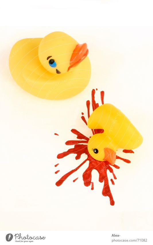 Schluss-Aus-Ente gelb Tod Traurigkeit lustig Trauer niedlich Ende Kitsch Kunststoff Spielzeug Blut Unfall vergangen weinen spritzen