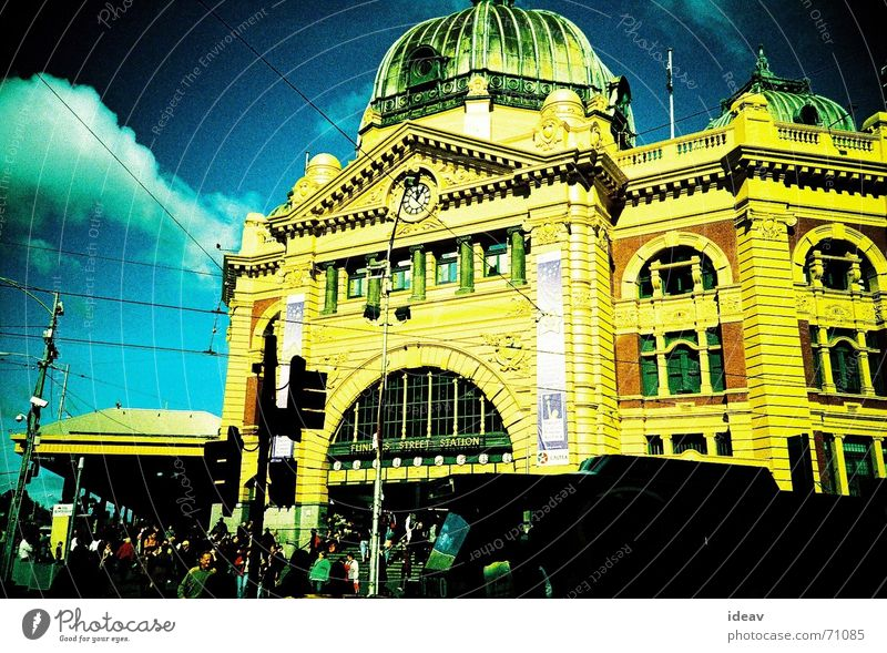 Finder Station Melbourne Australien gelb finder station colorful day light staion train sation
