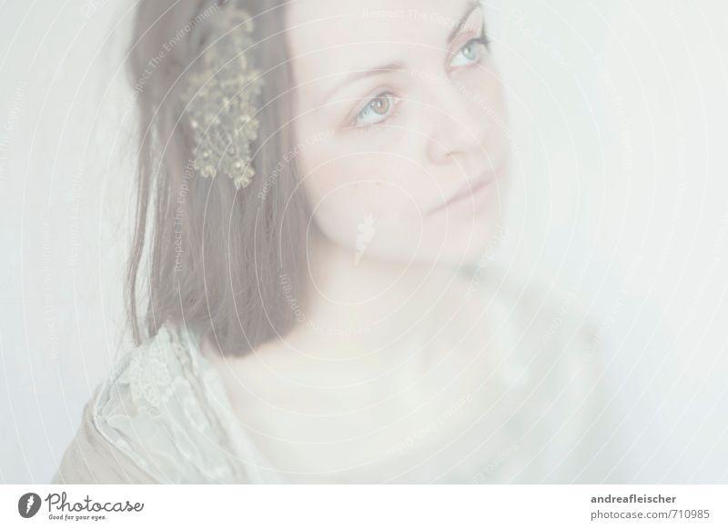 Kind des Nebels feminin Junge Frau Jugendliche 1 Mensch 18-30 Jahre Erwachsene Künstler Gemälde Schauspieler Kleid brünett langhaarig beobachten hören Blick