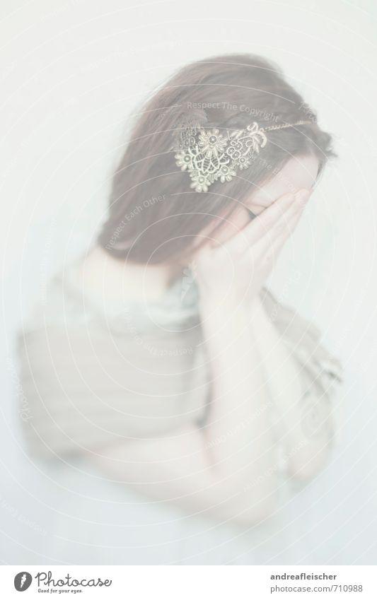 Kind des Nebels Mensch Jugendliche Junge Frau Hand 18-30 Jahre Erwachsene feminin Angst ästhetisch Bekleidung Romantik Trauer Sehnsucht Kleid Gemälde Stoff