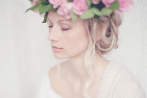 Von Hauch bis Zart. Mensch Jugendliche schön Junge Frau Erholung 18-30 Jahre Erwachsene Gefühle feminin Kraft blond ästhetisch weich Sicherheit Hochzeit