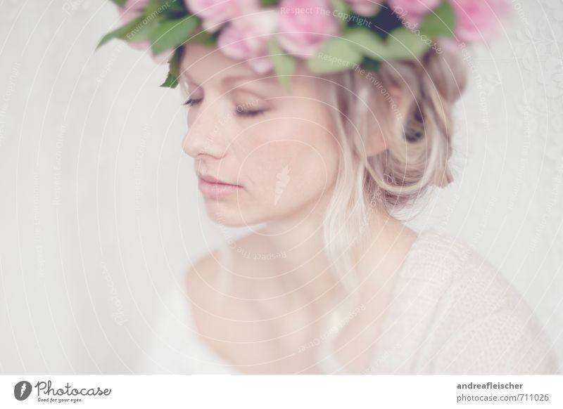 Von Hauch bis Zart. Mensch Jugendliche schön Junge Frau Erholung 18-30 Jahre Erwachsene Gefühle feminin Kraft blond ästhetisch weich Sicherheit Hochzeit geheimnisvoll