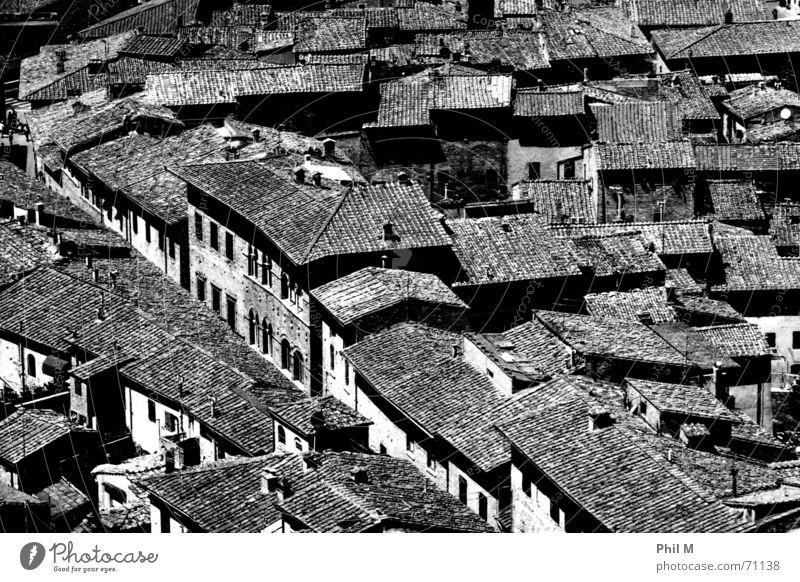 Tetti Dach Europa Italien San Gimignano schwarz weiß Vogelperspektive grau Muster Stadt Backstein Haus Schwarzweißfoto Kontrast Strukturen & Formen überblicken