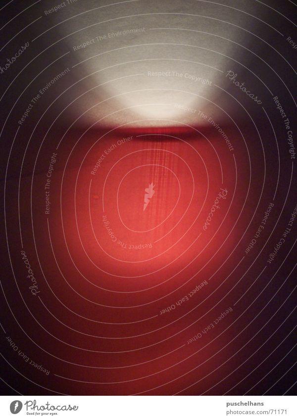 Erleuchtung Farbe rot dunkel hell gruselig rustikal spukhaft Composing