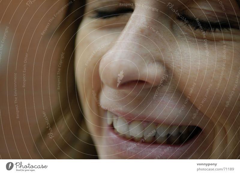 tagtraum Frau Natur weiß rot Freude Gesicht schwarz Auge dunkel feminin Glück lachen Haare & Frisuren träumen Denken Mund