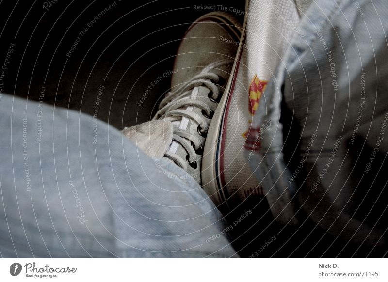 Chucks Fuß Schuhe Bekleidung sitzen Jeanshose Hose Chucks bequem