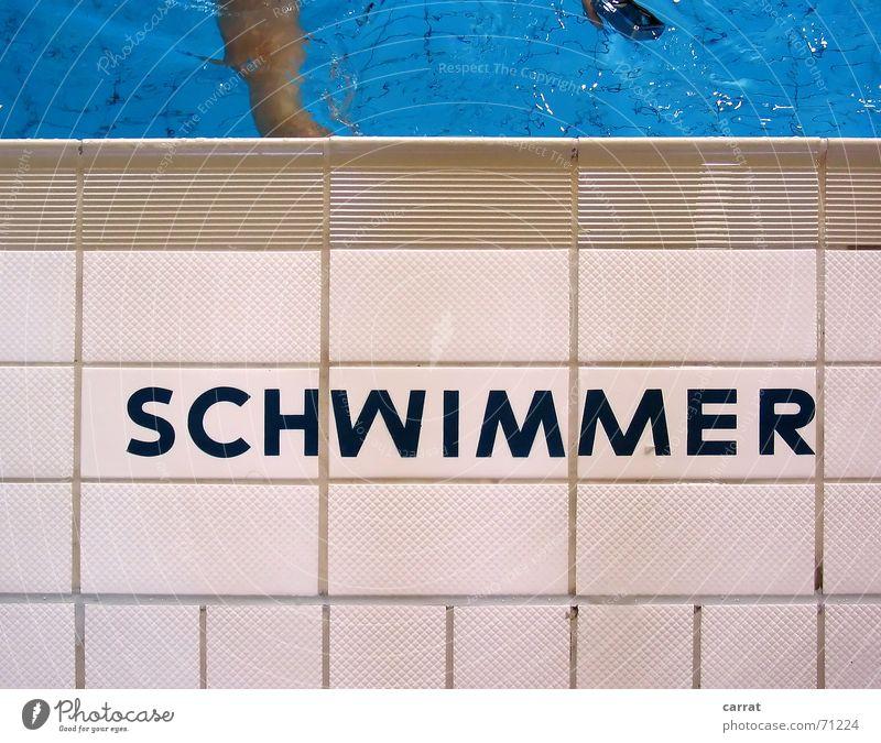 Nicht... Schwimmbad Schwimmhalle Sommer weiß grau steril Typographie Symmetrie Kühlung ertrinken gefährlich nass angenehm Wasser Neptun blau Schwimmen & Baden