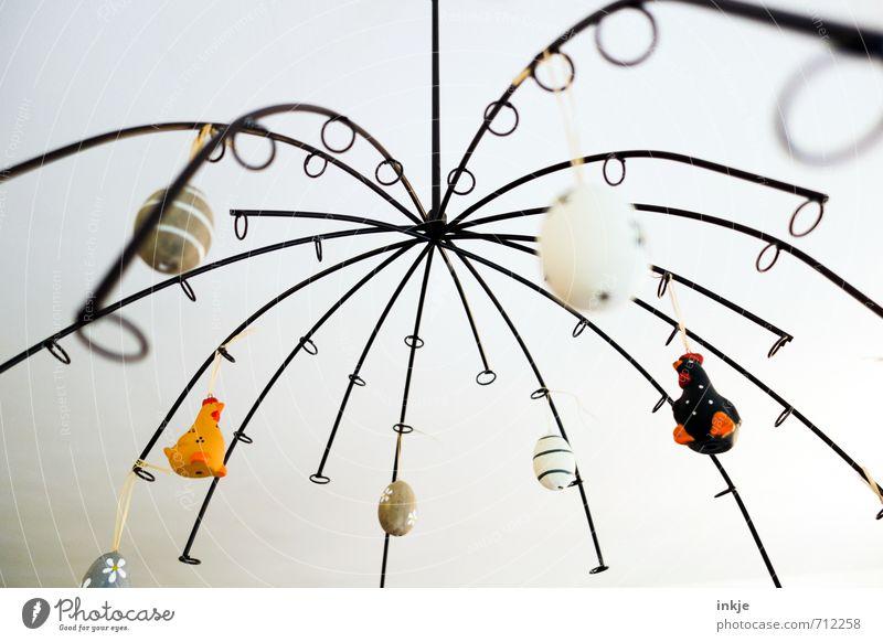 Ostern von oben Lifestyle Stil Freizeit & Hobby Häusliches Leben Dekoration & Verzierung Osterei Haushuhn Linie hängen Fröhlichkeit hell schön mehrfarbig Idee