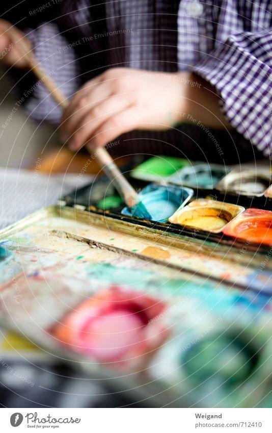 Blaue Stunde Kind Kleinkind Mädchen Junge 1 Mensch 1-3 Jahre 3-8 Jahre Kindheit machen blau gelb Kindergarten Kindererziehung streichen Farbstoff Pinsel