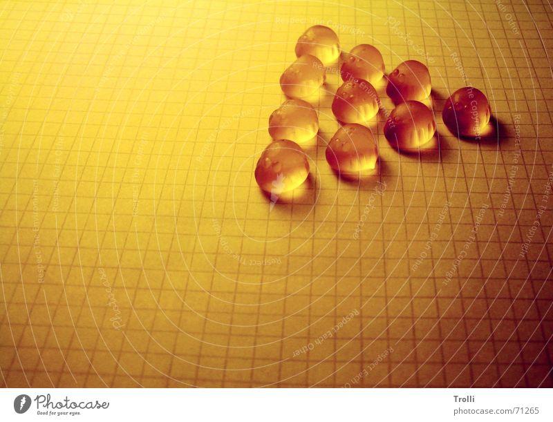 Süßes Leuchten gelb Lampe Wärme hell gold Perspektive süß Physik niedlich Perle Geometrie Raster Lebensmittel Honig Dreieck Schädlinge