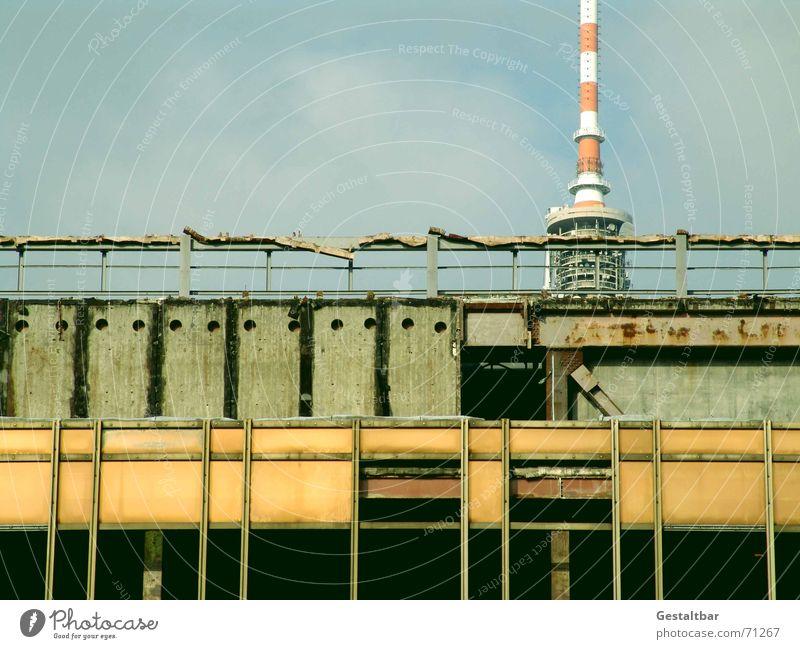 Es war einmal... Berlin verfallen Denkmal historisch DDR Wahrzeichen vergangen Demontage Wiedervereinigung Baugerüst Palast Sozialismus gestaltbar Republik