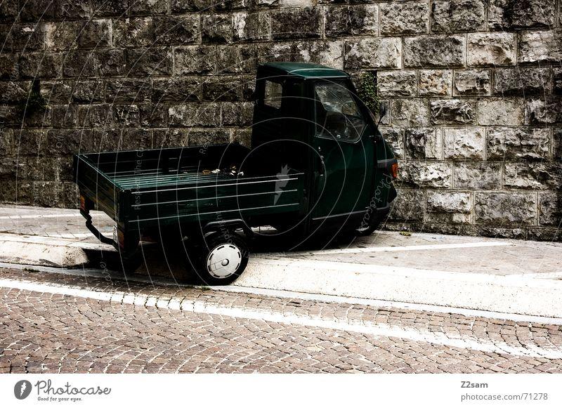 italienisch parken PKW Italien Bürgersteig Kleinmotorrad Transporter Motorrad Siesta laden Lieferwagen