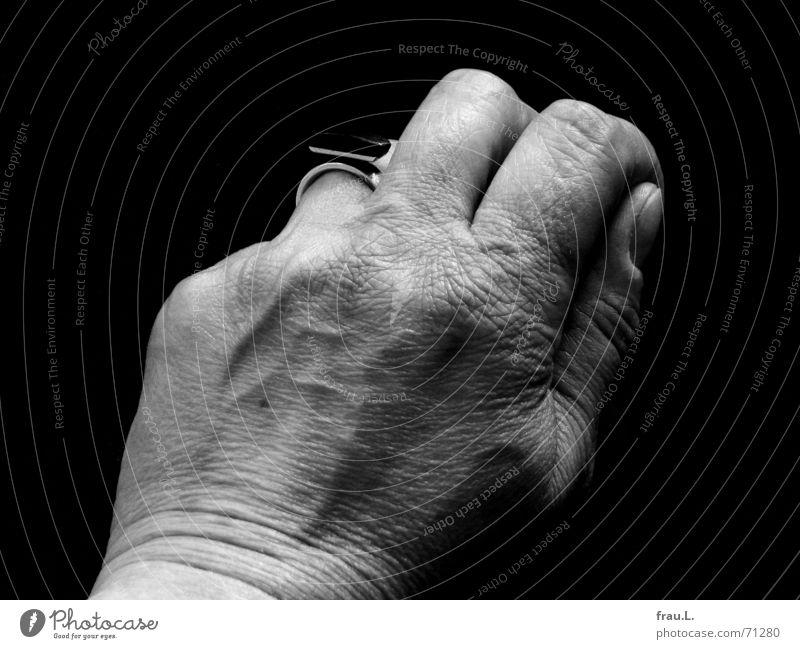 3 Finger Frau Hand alt Arbeit & Erwerbstätigkeit Haut Kreis Reinigen Falte Gefäße Leberfleck Geschirrspülen Frauenhand