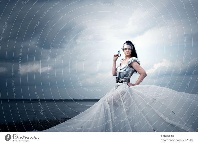 und Drang Mensch Frau Himmel Wolken Erwachsene Gesicht feminin Küste Haare & Frisuren Horizont Körper Kraft Haut Luftverkehr Technik & Technologie retro
