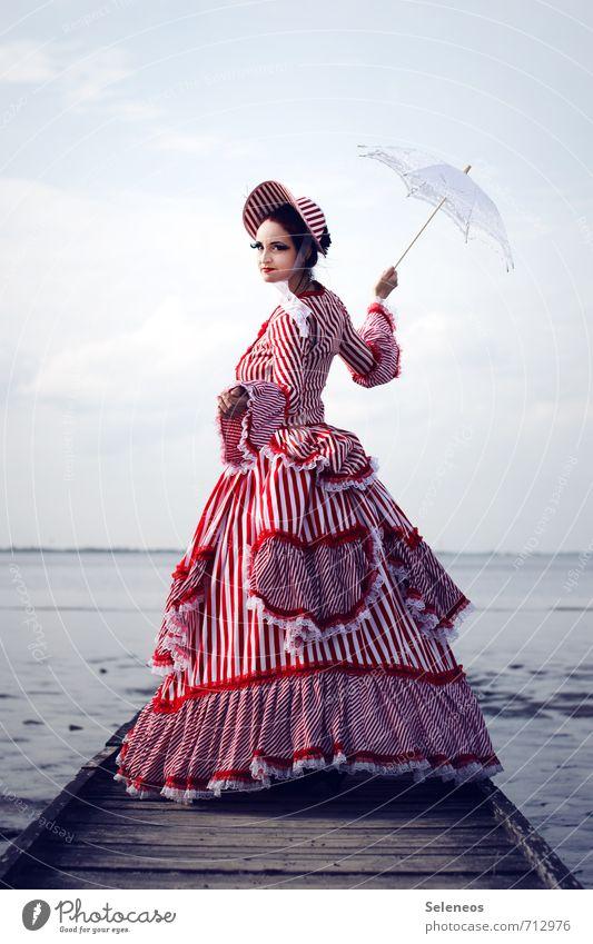 Mary Mensch Frau Himmel Natur Meer Erwachsene feminin Küste Horizont Mode Bekleidung historisch Kleid Ostsee Sehnsucht Hut