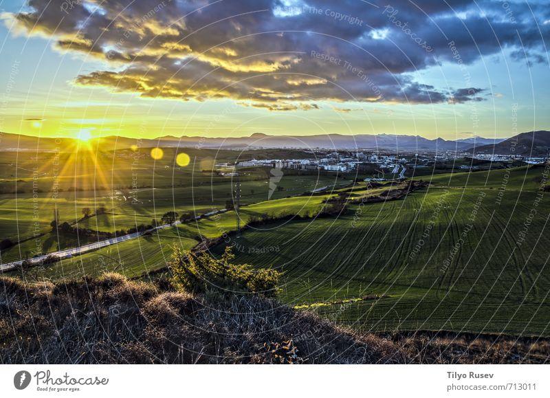 Himmel Natur blau Stadt schön grün Farbe Landschaft Wolken gelb Wiese natürlich Europa Spanien Tal glühen