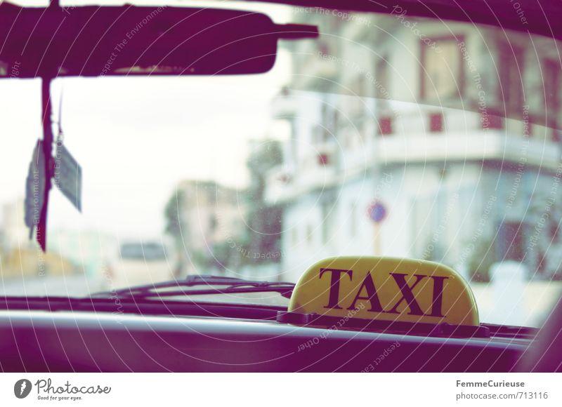 Havana. (I) Ferien & Urlaub & Reisen Stadt Straße Bewegung Reisefotografie Wege & Pfade Autofenster Stadtleben Verkehr retro Abenteuer fahren Verkehrswege