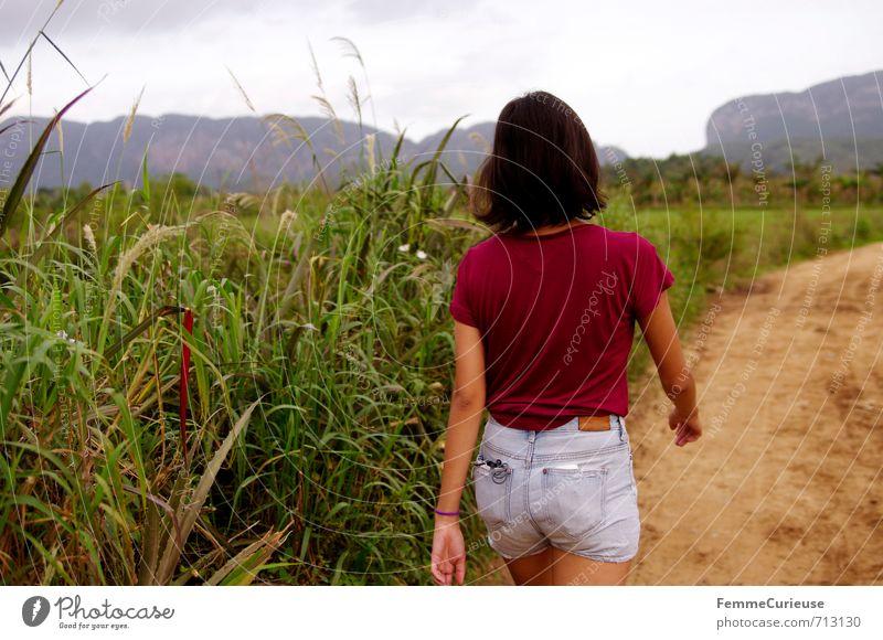 Viñales. (II) Mensch Frau Kind Natur Jugendliche Ferien & Urlaub & Reisen Erholung Junge Frau Landschaft 18-30 Jahre Erwachsene Berge u. Gebirge feminin