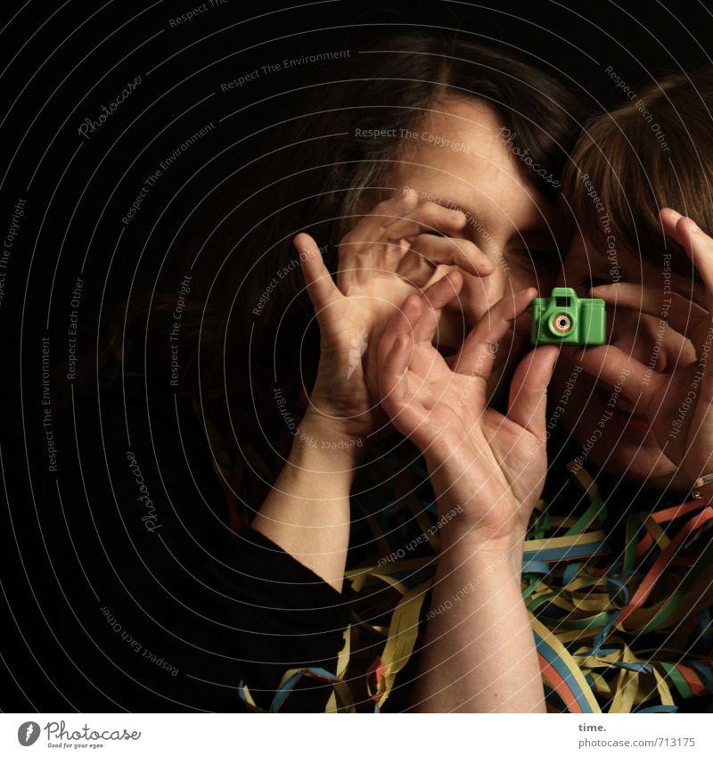 Fingerübungen Mensch Hand Freude feminin Spielen Dekoration & Verzierung Perspektive beobachten Kreativität Lebensfreude Kitsch Neugier Fotokamera Konzentration