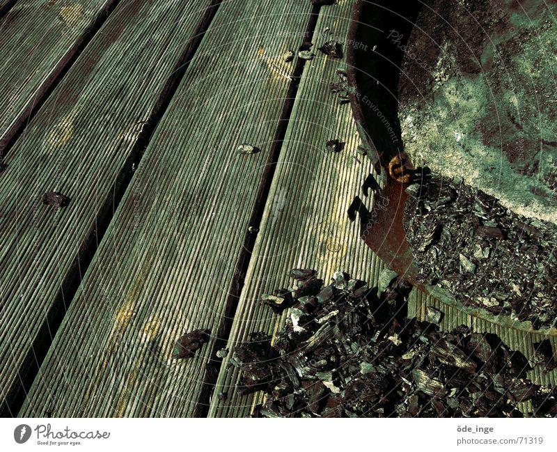 Kollaps ruhig Holz dreckig kaputt Bodenbelag liegen Sturm Rost brennen Sturz Holzbrett Flur Grill Zerstörung Rest Haufen