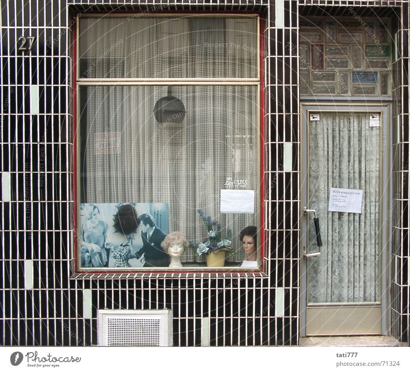 Frisör Perücke Fassade Siebziger Jahre Köln-Ehrenfeld Schaufenster Zierpflanze Friseur