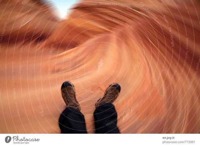 erschöpft Natur Landschaft schwarz Beine Fuß Felsen orange Angst wandern Schuhe Klima bedrohlich Abenteuer Todesangst USA Wüste