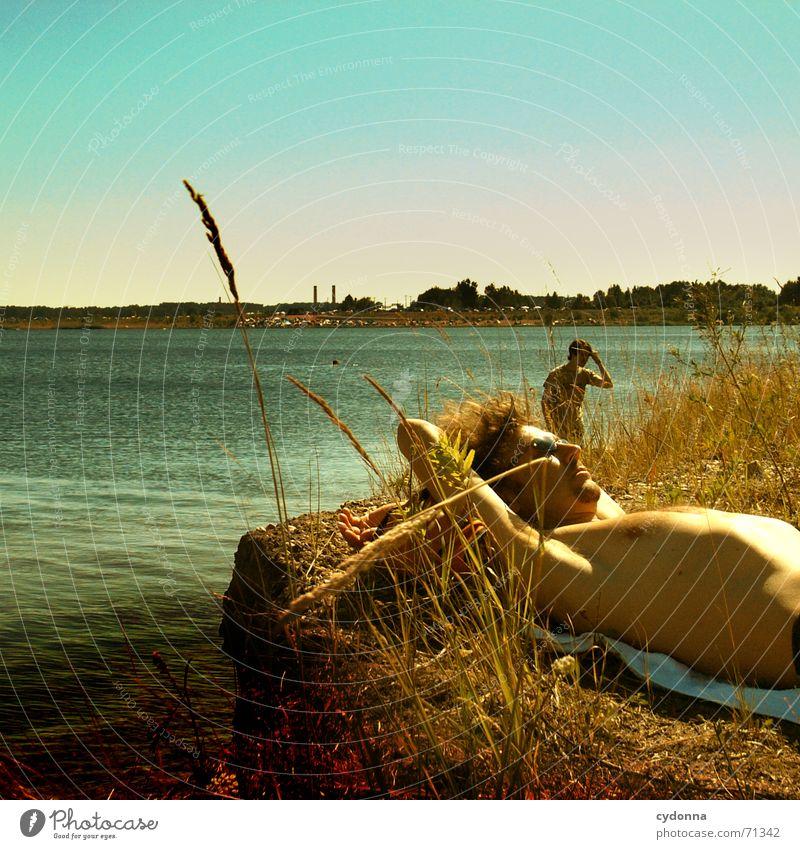 Sommerbrise Erholung Halbschlaf schlafen See Baggersee Sonnenbrille Strand Ferien & Urlaub & Reisen träumen Sonnenbad Mann Stimmung Sommerlaune Perspektive