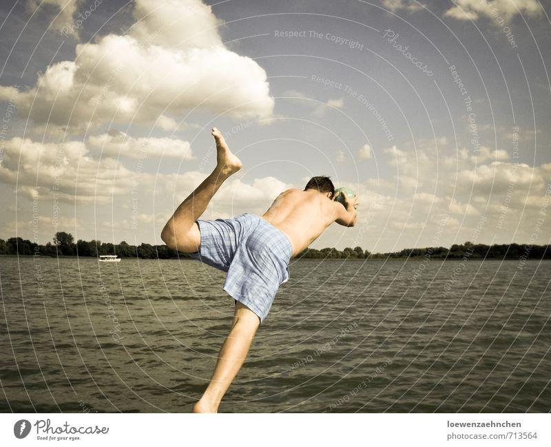 Mit dem Kopf voran Freizeit & Hobby Ferien & Urlaub & Reisen Abenteuer Freiheit Sommerurlaub Wassersport Schwimmen & Baden Mensch maskulin Junger Mann