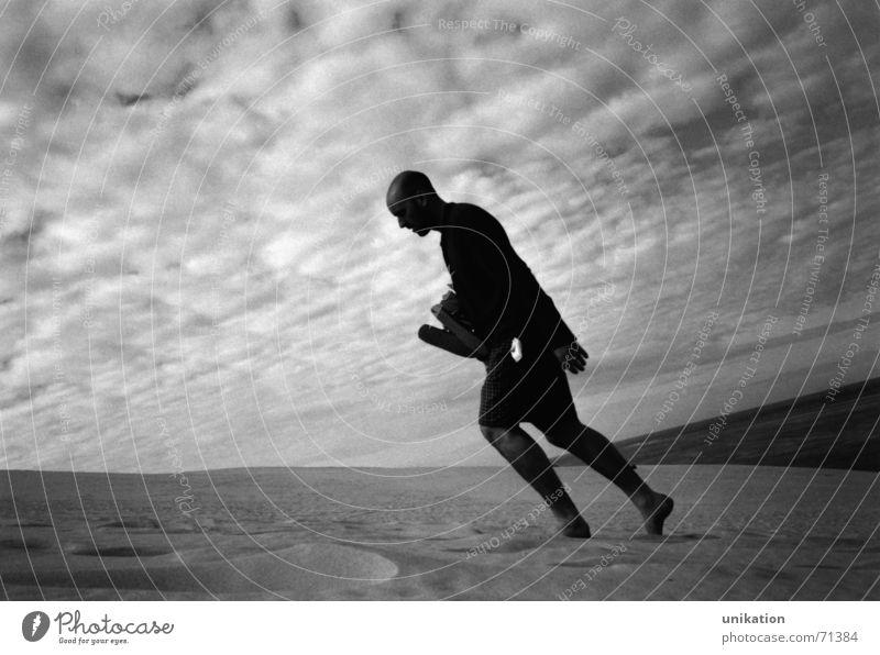 Sandläufer Mann Himmel weiß Strand schwarz Einsamkeit gehen laufen verrückt Perspektive aufsteigen Arcachon