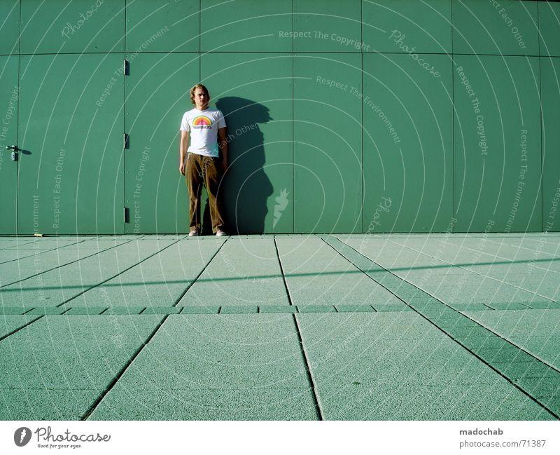 I'M BROKEN LIKE A RECORD | person mensch male typ stadt beton Mensch Mann Jugendliche Ferne Linie laufen Geschwindigkeit stehen Sauberkeit Industriefotografie stoppen nah Typ kahl stagnierend