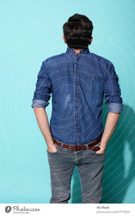 ANYTHING IS DIFFERENT Mensch Jugendliche Mann blau Freude 18-30 Jahre Junger Mann dunkel Erwachsene Denken Mode maskulin Lifestyle stehen verrückt Jeanshose