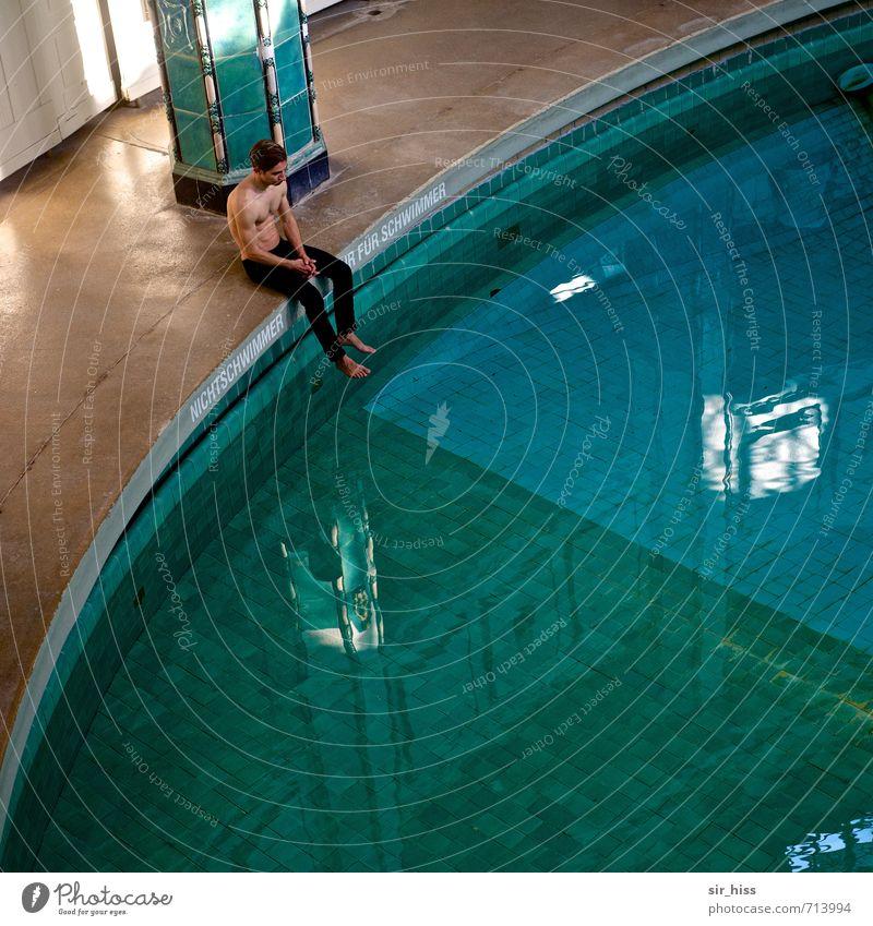 HALLE/S.-TOUR | Viertel vor Mensch blau alt grün Traurigkeit Senior Schwimmen & Baden Gesundheit braun Freizeit & Hobby Körper Zufriedenheit sitzen
