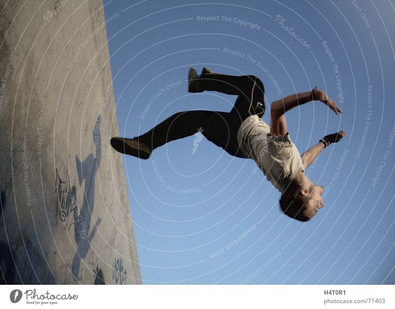 Wallflip Jack one Le Parkour träumen Schwerkraft Salto verrückt Sport frei Himmel Luftverkehr free running fliegen Freiheit wallflip