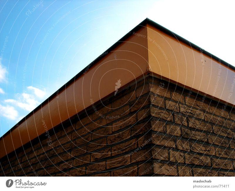 THE EDGE | hochhaus gebäude architektur Himmel blau Farbe Einsamkeit Wolken Haus dunkel Fenster Leben Architektur Traurigkeit Gebäude Freiheit fliegen oben rosa