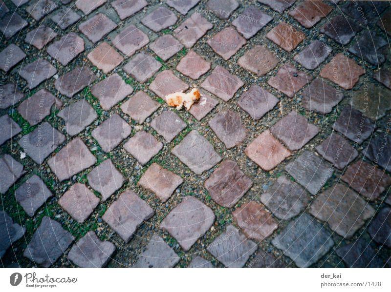 Zwei normale, ein Vollkorn, bitte. Nuggets Schaf lecker 1999 Fußtritt rein Straße Haftstrafe Stein Kopfsteinpflaster Schmerz Wege & Pfade taubenfutter
