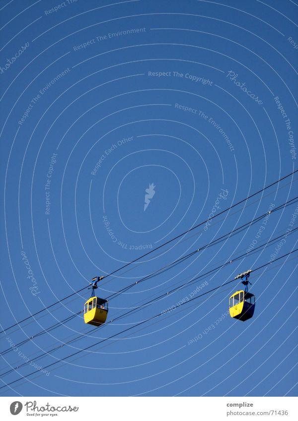 aufwärts Himmel Sommer Winter Spielen Berge u. Gebirge oben Bewegung fliegen hoch Seil Eisenbahn fahren stark Dienstleistungsgewerbe Stahl Tal