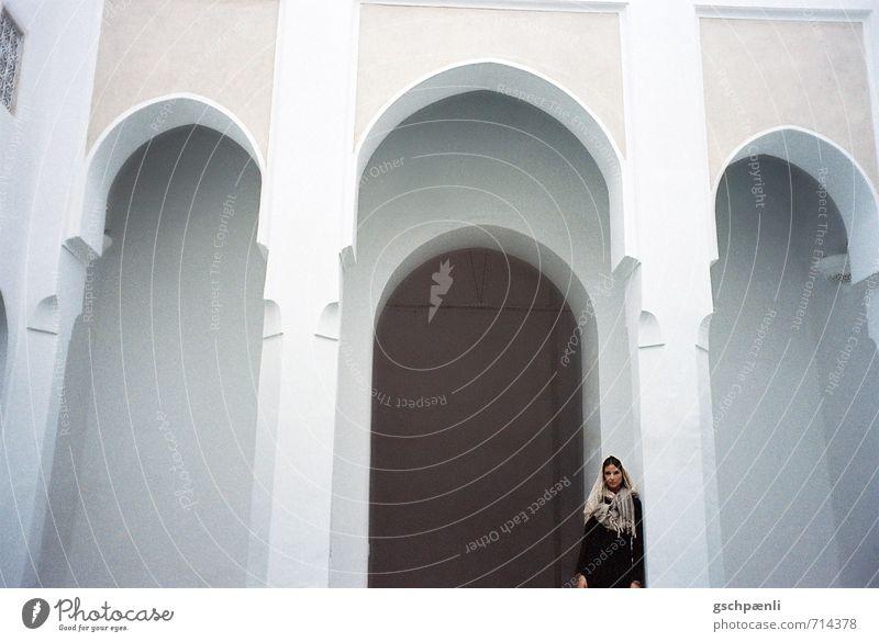 Moschee Mensch Ferien & Urlaub & Reisen Sommer Haus Ferne Wand feminin Innenarchitektur Architektur Gebäude Mauer Stil Religion & Glaube Kunst elegant Tür