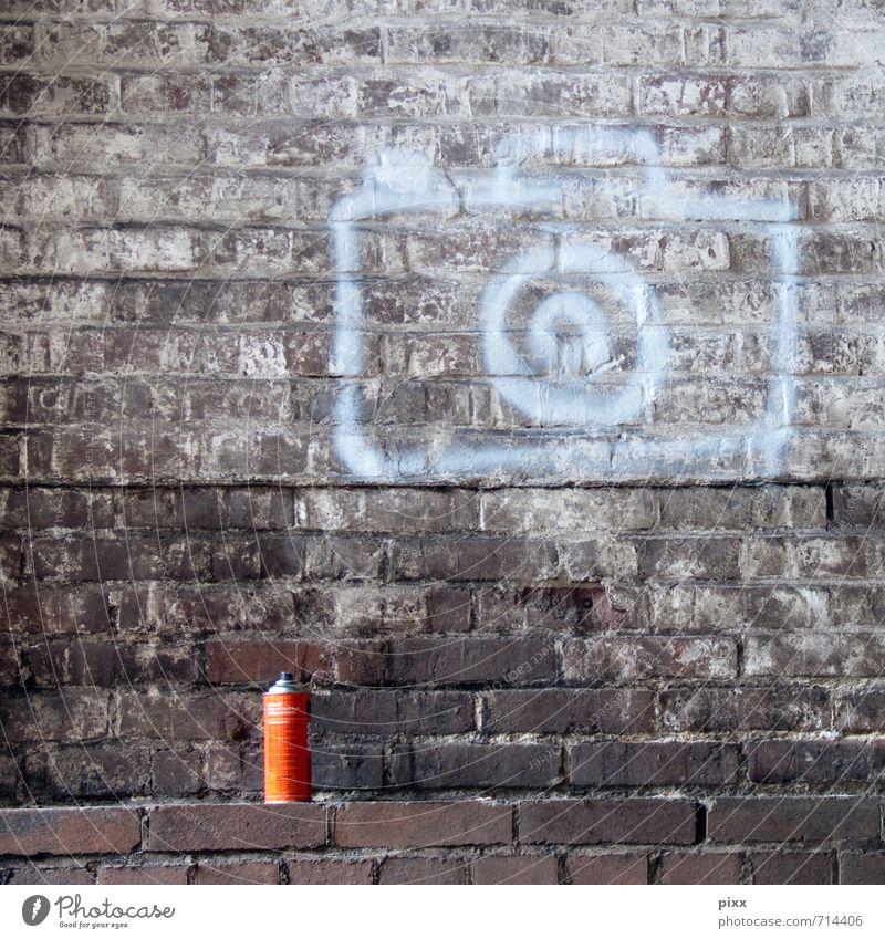 sprühfilm weiß rot Freude Graffiti Mauer Stein außergewöhnlich braun Metall Arbeit & Erwerbstätigkeit Lifestyle dreckig stehen groß leer Zeichen