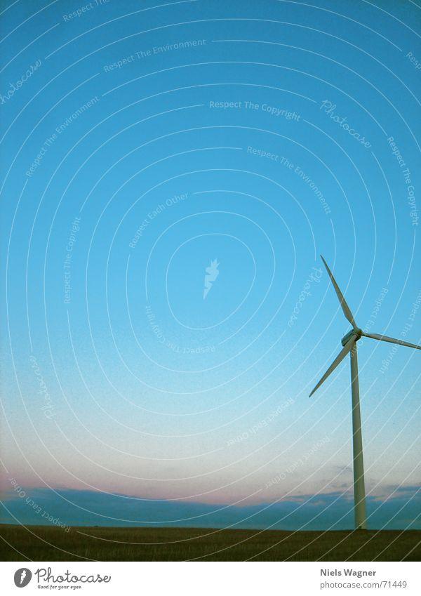 Alles nur mit Wind 1 Himmel grün Wiese Gras Wind Windkraftanlage Abenddämmerung