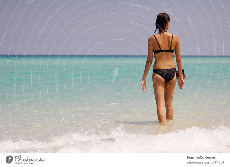 Beach Time! (XI) Mensch Frau Kind Jugendliche Ferien & Urlaub & Reisen Sommer Meer Erholung Junge Frau 18-30 Jahre schwarz Erwachsene feminin Reisefotografie