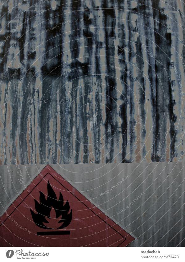 VORSICHT GIFT | warnung hinweis entflammbar schild sign flamme Symbole & Metaphern Schilder & Markierungen Brand Eisenbahn gefährlich bedrohlich Zeichen
