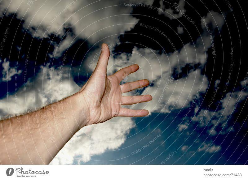 Hand up Hand Himmel blau Wolken dunkel Haut Arme nah fangen zeigen streben