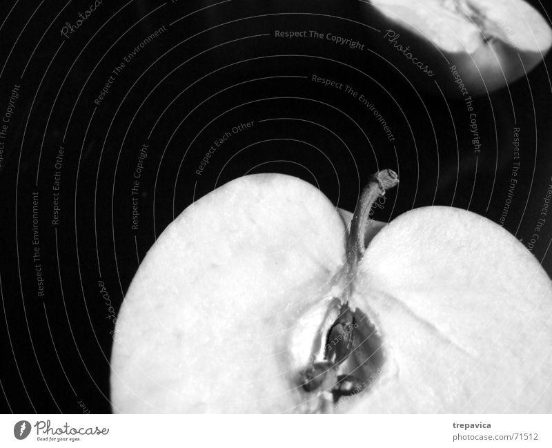 apfel Hälfte Gesundheit Vitamin Durchschnitt Anatomie Teilung Sehnsucht fehlen zweiteilig vermissen Trauer Schwarzweißfoto Frucht Ernährung Natur aufgeschniten
