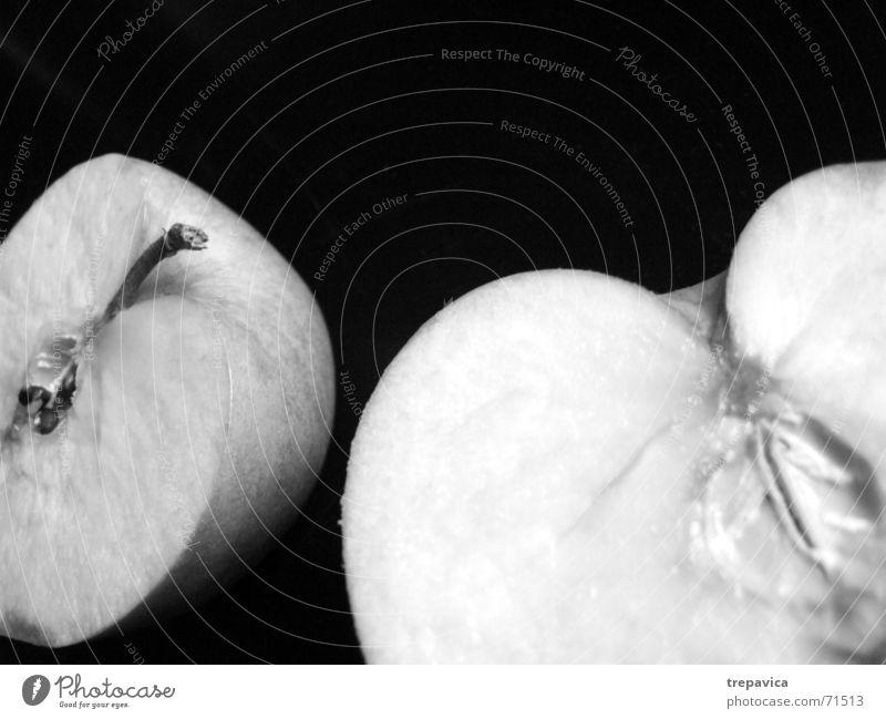apfel I Hälfte Gesundheit Vitamin Durchschnitt Teilung zweiteilig fehlen vermissen Anatomie Sehnsucht Schwarzweißfoto Frucht Ernährung netur aufgeschniten